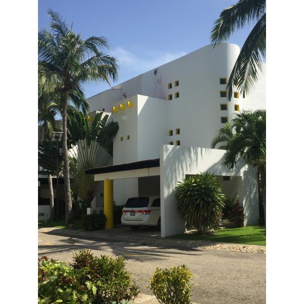 Casa en venta en Condominio Xcaret Villa 49**** Club de Golf Mayan